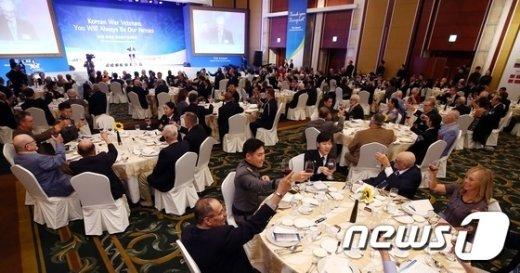 [사진]한국전 참전용사들 감사합니다