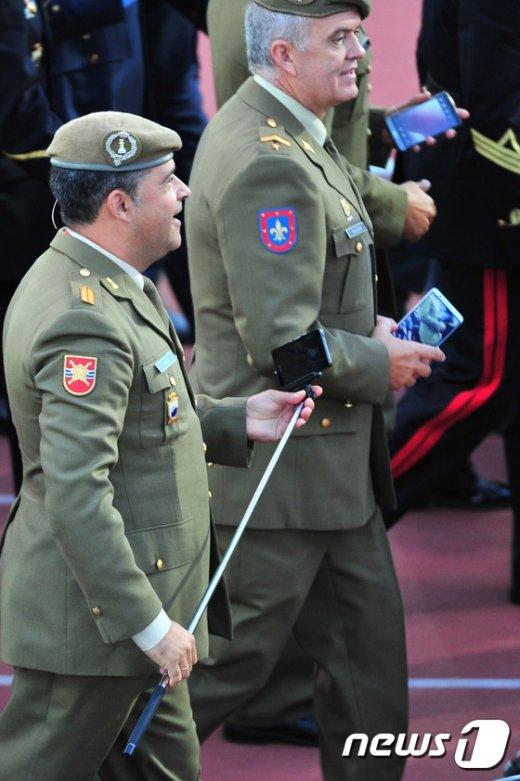 [사진]지휘봉 대신 셀카봉