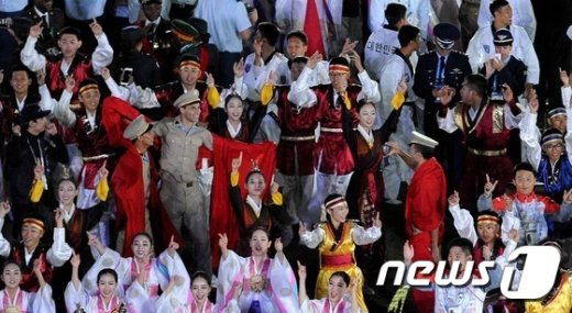 [사진]솔져댄스 선보이는 각국 군인들