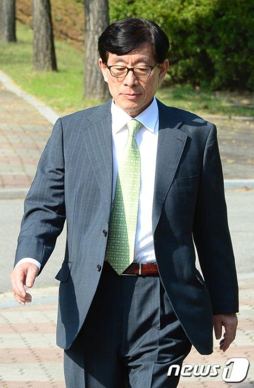 [사진]굳은표정의 원세훈 전 국정원장
