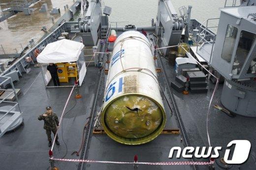 북한이 지난 2012년 인공위성을 실어 발사한 장거리 발사체 '은하 3호'의 파편.(자료사진) 2015.7.22/뉴스1