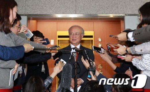 [사진]윤병세 장관 만난 유키야 아마노 IAEA 사무총장