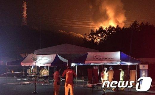 [사진]불길 치솟는 용인 유류보관창고