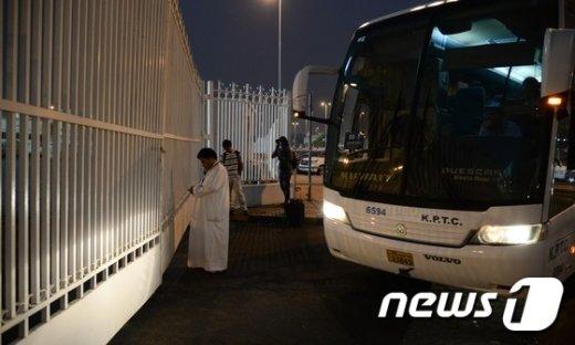 [사진]훈련장 찾은 축구대표팀 '언제쯤 문이 열릴까?'
