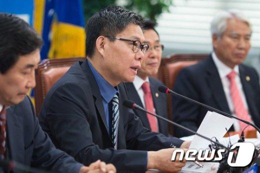 [사진]모두발언하는 최재천 정책위의장