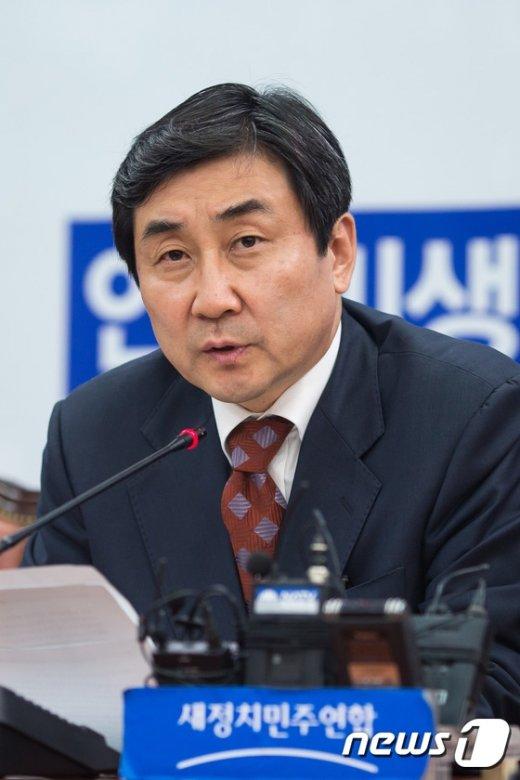 """[사진]이종걸 """"국사교과서 국정화, 민주주의 근본과 관련"""""""