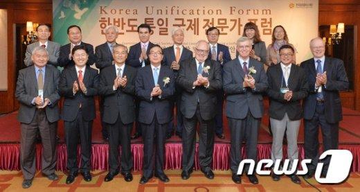 [사진]한반도 통일 국제 전문가 포럼 개최
