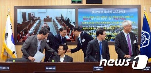 [사진]국회-세종청사 영상 국정감사 준비중