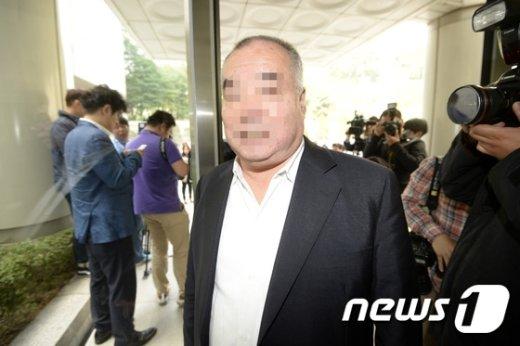 [사진]법정 향하는 에드워드 리 부친