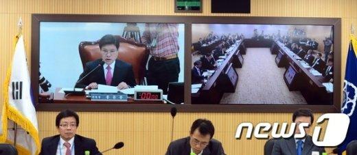 [사진]현정사 최초 영상 국정감사 개회