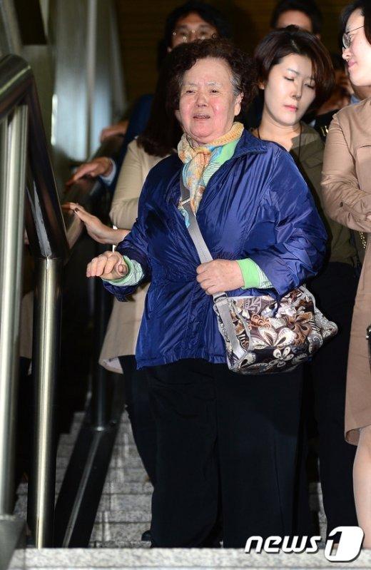 [사진]이태원 살인사건 피해자 母 '힘겨운 발걸음'