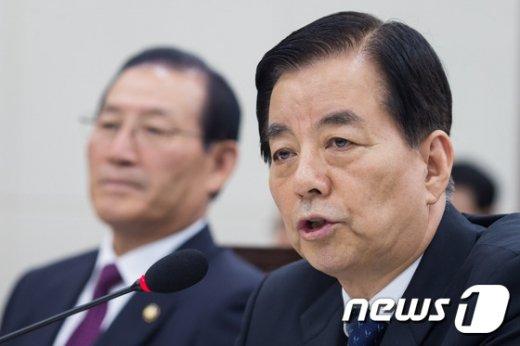[사진]한민구 국방장관 국감 답변