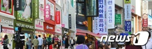 [사진]인사동-명동, 대조적인 상점 간판