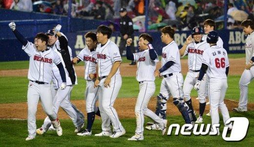 [사진]두산, 박건우 끝내기 안타로 짜릿한 승리