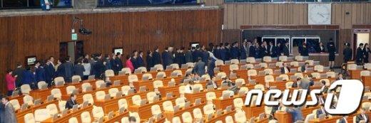 [사진]국회 본회의 '사직의 건' 무기명 표결