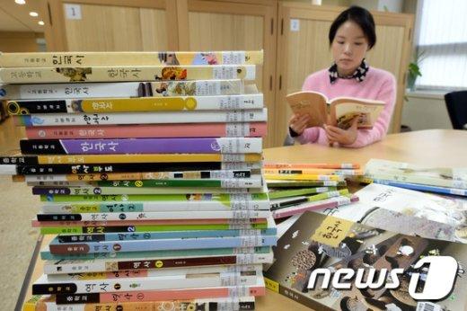 [사진]중학교 역사, 고등학교 한국사 국정 발행체제로