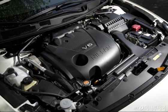 닛산 맥사미에 장착된 3.5리터 6기통 VQ 엔진. /사진제공=한국닛산