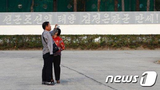[사진]기념 사진 촬영하는 이산가족들