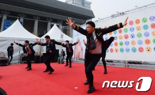 [사진]제70주년 경찰의 날 '신나게 춤을'