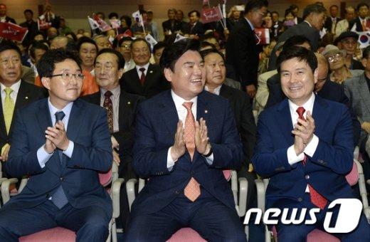 [사진]박수치는 김용태-원유철-지상욱