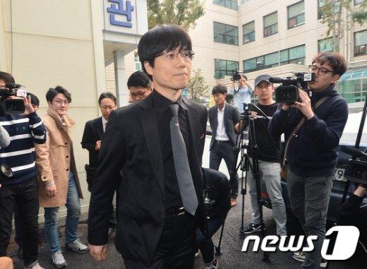 [사진]'과실치사혐의' 자신의 첫 공판 출석하는 강세훈 전 병원장