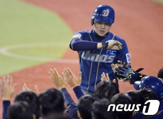 [사진]박민우 '발로 만든 선취점'