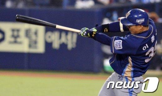 [사진]이종욱 '적시타의 맛'