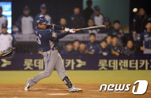 [사진]적시타 치는 NC 손시헌