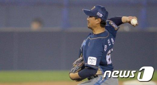 [사진]손민한 '노장의 역투'