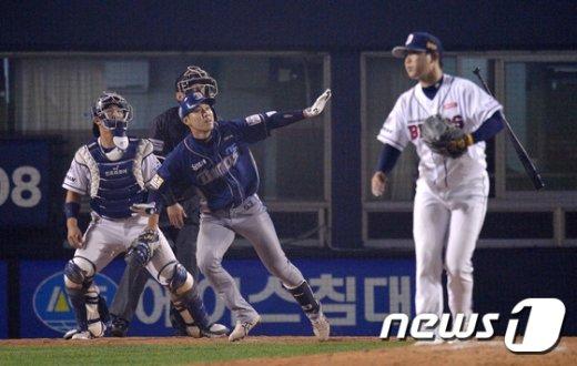 [사진]NC 최재원 솔로포 쾅!