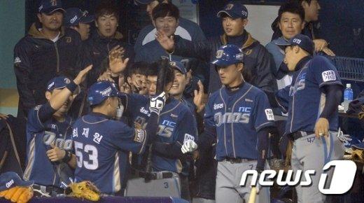 [사진]솔로홈런 NC 최재원