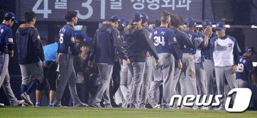 [사진]'19안타·16득점' NC, 두산에 2연승..KS까지 1승 남았다!