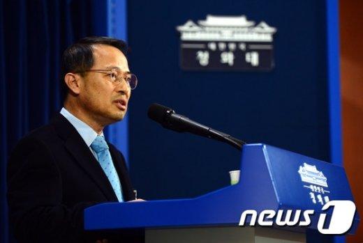 [사진]외교 현안 관련 브리핑하는 김규현 수석