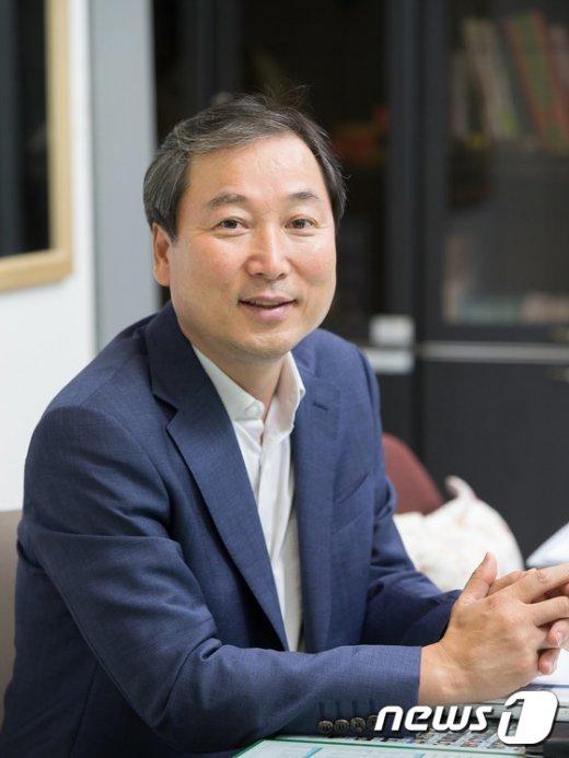[사진]박 대통령, 신임 춘추관장에 육동인 임명