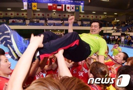 [사진]여자핸드볼 9연속 올림픽 출전 '하늘을 나는 기분'
