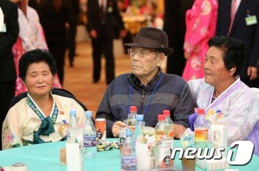 [사진]'오붓한 세부녀, 65년 만의 만남'