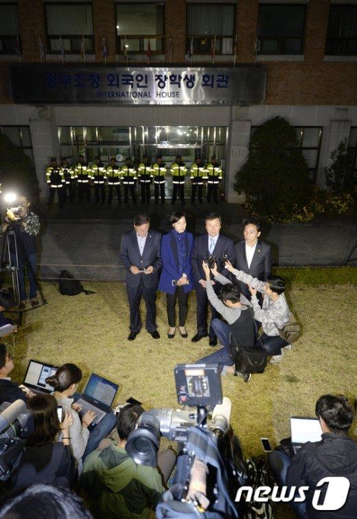 [사진]野 의원들 '교육부 교과서 국정화 TF 구성'