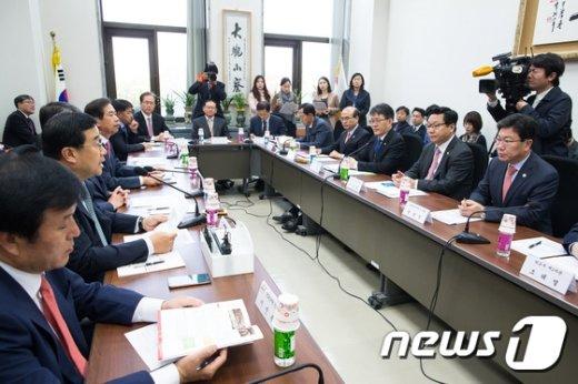 [사진]당정, '한중FTA대책 점검'