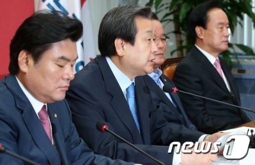 [사진]최고중진연석회의 발언하는 김무성 대표
