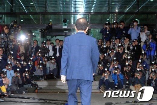 홍준표 경남도지사가 검찰조사를 받기 위해 지난 5월 피의자 신분으로 서초동 서울고검찰에 출석하고 있다. /뉴스1 © News1 이승배 기자