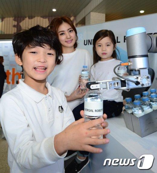 [사진]'편리한 유니버설 로봇 UR3'