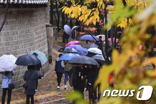 [사진]정동길 수놓는 우산행렬