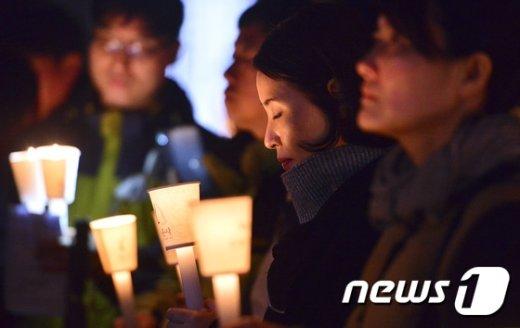 [사진]'촛불이 수능 앞길을 밝혀주길'