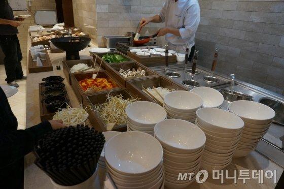 즉석 쌀국수와 달걀 요리에 대해 반응이 좋다/사진=이지혜 기자