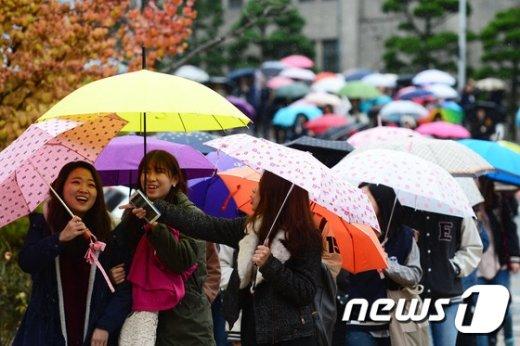 기상청은 20일 전국 곳곳에 늦가을 빗방울이 떨어지겠다고 예보했다. © News1 임세영 기자