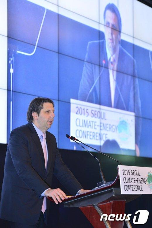 [사진]기후에너지 컨퍼런스 참석한 리퍼트 대사