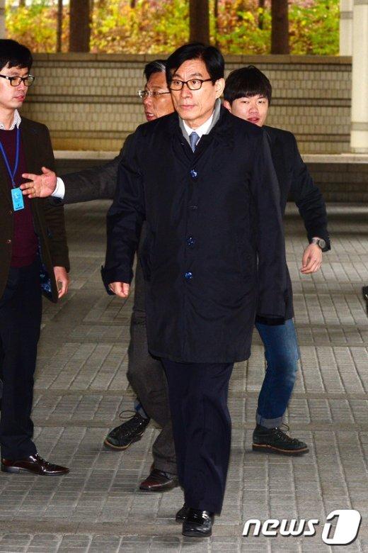 [사진]파기 환송심 출석하는 원세훈 전 국정원장