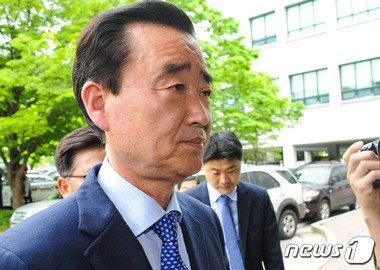 27일 대법원으로부터 당선무효형을 확정 받은 김맹곤 김해시장.2015.5.11/뉴스1 © News1 이승배 기자