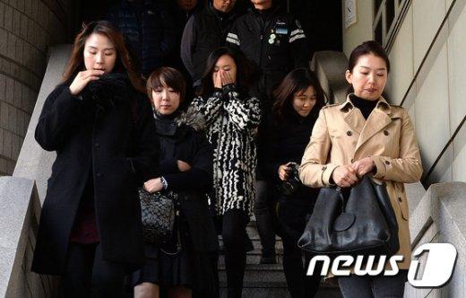 [사진]침통한 표정의 전 KTX 여승무원들