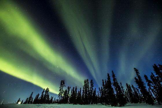 옐로나이프에서 감상하는 밤하늘 오로라/사진제공=캐나다관광청